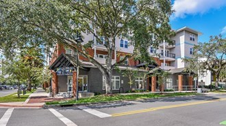 LynCourt Square Apartments